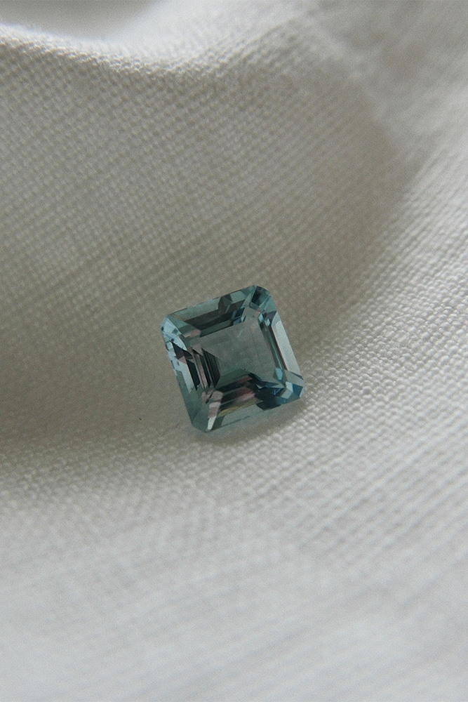 single AAA grade aquamarine stone